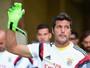 """Jornal: """"em casa"""", goleiro Julio César irá renovar com Benfica até 2018"""