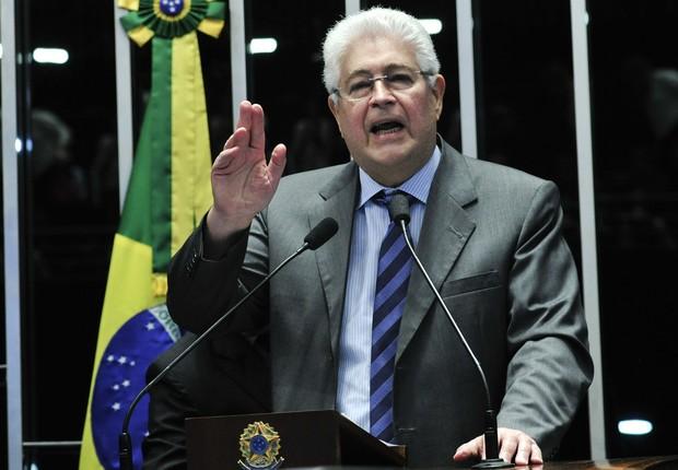 O senador Roberto Requião (PMDB-PR) durante julgamento do impeachment (Foto: Geraldo Magela/Agência Senado)