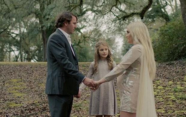 Jamie Lynn Spears com a filha e o marido (Foto: Reprodução)