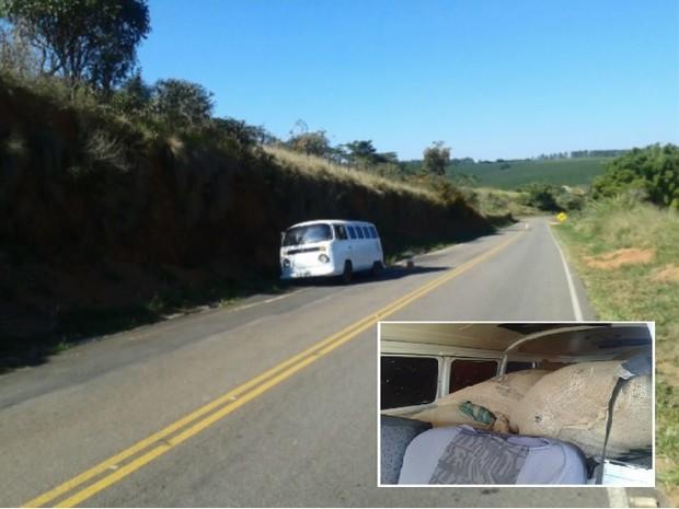 Veículo roubado com sacas de café foi encontrado às margens de rodovia em Divisa Nova (MG) (Foto: Reprodução EPTV)