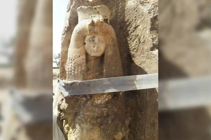 Estátua de Tiye encontrada no Egito (Foto: Reprodução/Ministério de Antiguidades do Egito)