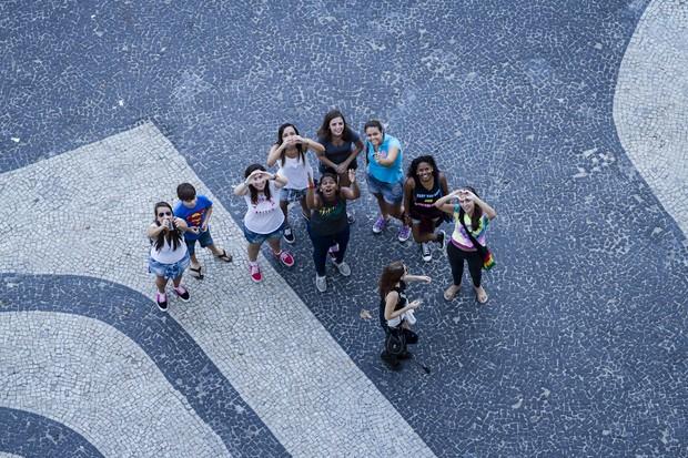Fãs de Clara e Vanessa, ex-BBBs (Foto: Fernando Lemos/Paparazzo)