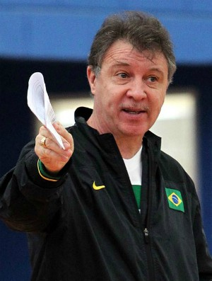 Magnano no treino da seleção brasileira de basquete em São Paulo (Foto: Gaspar Nóbrega / Inovafoto)
