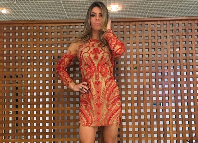 Daniella Cicarelli exuberante com vestido bordado à mão (Foto: Talita Mendes / Gshow)