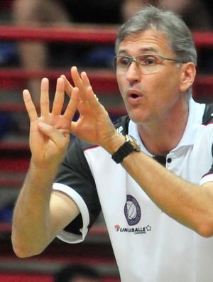 Paulão, técnico de vôlei do Canoas (Foto: Ricardo Rimoli/CBV)