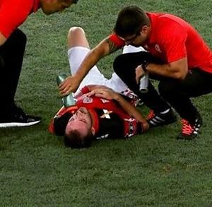 Mancuello desmaiou em Flamengo x San Lorenzo (Foto: Divulgação)