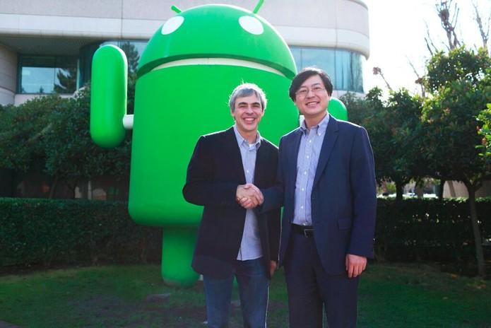 CEO do Google, Larry Page e CEO da Lenovo fecham acordo da compra da Motorola na sede da empresa (Foto: Reprodução/Twitter)