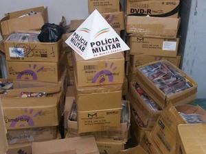 DVD apreendido em Divinópolis (Foto: Policia Militar/ Divulgação)