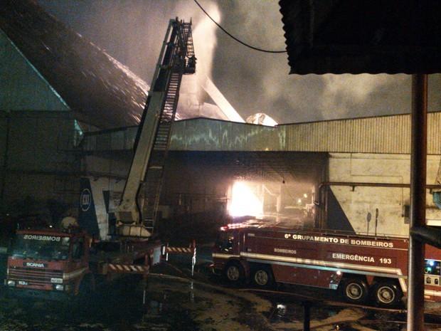 incendio-copersucar-santos (Foto: Alexandre Valdivia/Reprodução TV Tribuna)