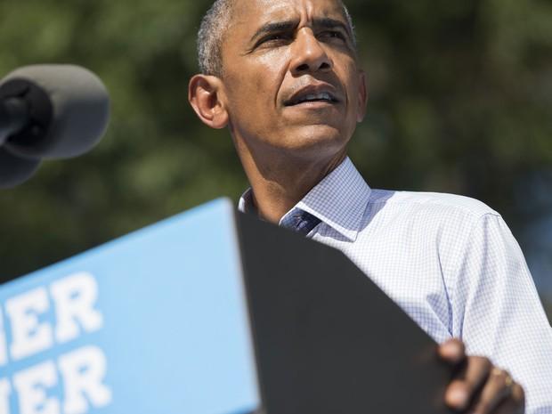 O presidente dos EUA, Barack Obama, discursa em evento de campanha de Hillary Clinton em Filadélfia, na Pensilvânia, na terça (13) (Foto: Saul Loeb/AFP)