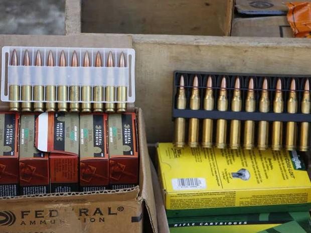 Parte do arsenal apreendido em uma operação em Assunção (Foto: Norberto Duarte / AFP Photo)