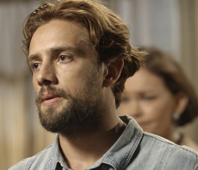 Felipe fica chocado com a revelação de Melissa (Foto: TV Globo)
