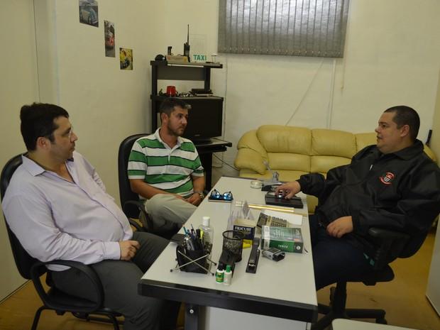 Arthur e seu advogado estiveram reunidos com a polícia em Ribeirão Preto (Foto: LG Rodrigues / G1)