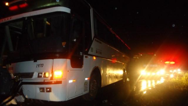 Ônibus saiu de de Foz do Iguaçu (PR) e ia para Capinzal (SC) (Foto: PMRv/Divulgação)