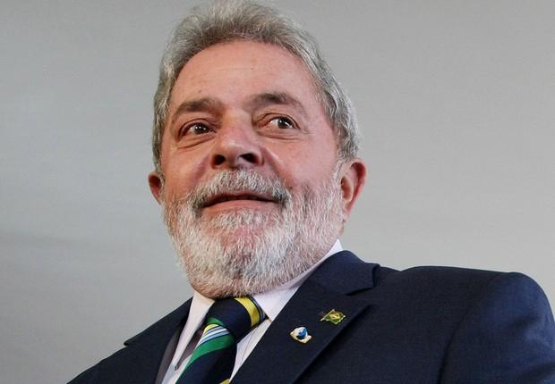 O então presidente Luiz Inácio Lula da Silva conversa com jornalistas antes do encontro com o presidente venezuelano Hugo Chávez no Itamaraty, em Brasília, em imagem de 28 de abril de 2010 (Foto: Adriano Machado/LatinContent/Getty Images)