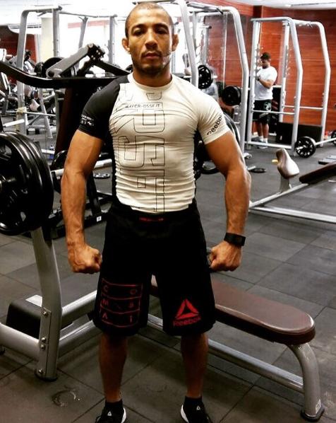 """BLOG: José Aldo publica foto em rede social exibindo visual """"fortão"""""""