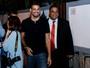 Cauã Reymond vira atração em evento no Rio