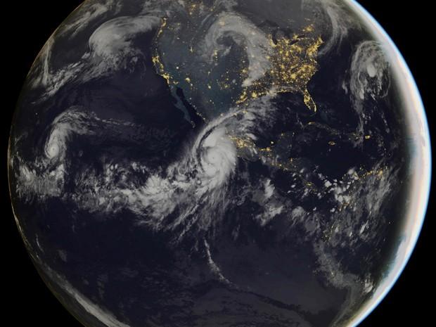 Furacão que se dirige à costa do México é o mais forte já registrado no Pacífico e no Atlântico (Foto: AFP Photo/Handout)