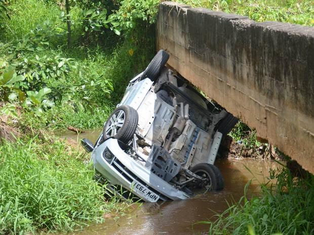Em outro acidente, veículo saiu da BR-230 e capotou (Foto: Walter Paparazzo/G1)