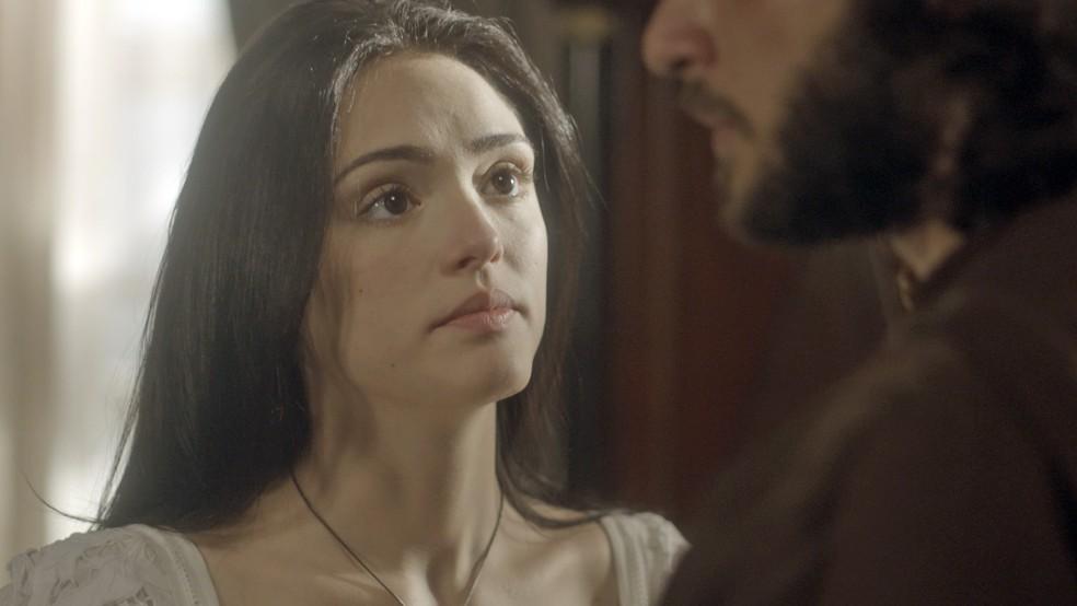 Anna demonstra o mesmo desejo e fica prestes a revelar que a menina é filha do amado (Foto: TV Globo)