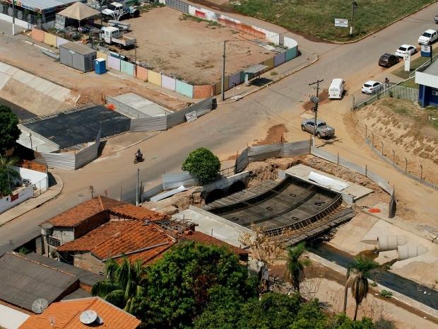 Área do córrego 8 de Abril será usada para torcedores se deslocarem até a Arena Pantanal, em Cuiabá, mas obras não ficarão prontas. (Foto: Edson Rodrigues / Secopa)