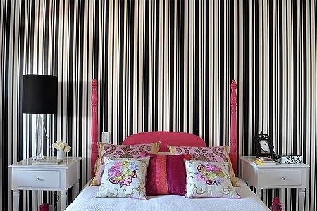 Recupere os móveis de família: a cama e os criados-mudos foram pintados com tinta automotiva (Foto: Casa e Jardim)