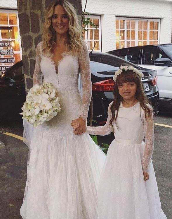 Tici e sua filha, a daminha de honra (Foto: Reprodução Instagram)