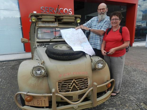 Carro Alemão Citroen 2CV Uberlândia Casal (Foto: Caio Nunes)