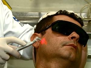Pesquisadores da USP de São Carlos descobriram nova função do laser (Foto: Paulo Chiari/EPTV)