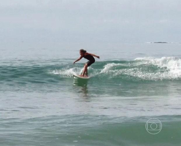 Pâmella tem nove anos e surfa desde os seis (Foto: TV Globo)