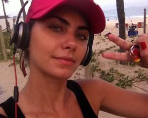 Ela adora fazer exercícios na praia (Foto: Arquivo Pessoal)
