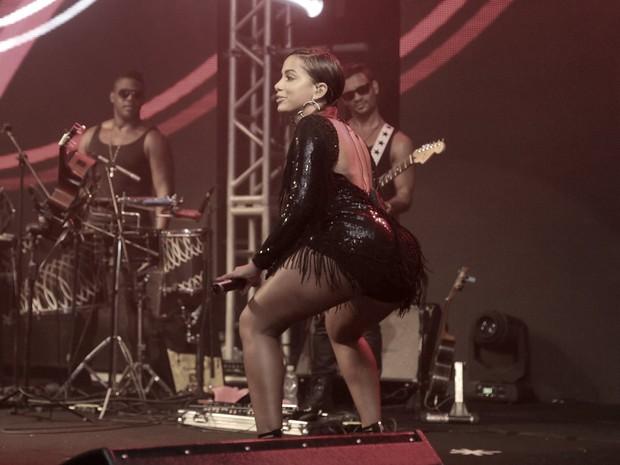 Anitta canta em ensaio da Mocidade na Zona Sul do Rio (Foto: Marcello Sá Barretto e Alex Palarea/ Ag. News)