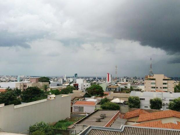 Previsão do tempo chuva nublado Uberlândia (Foto: Vanessa Pires/G1)