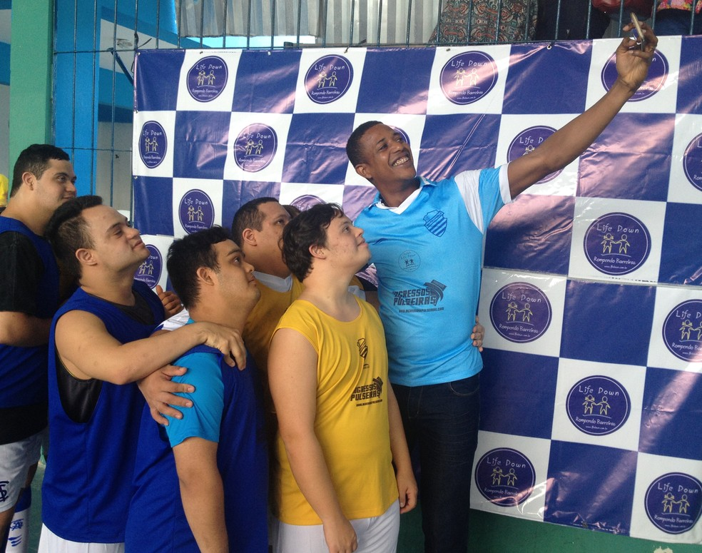 Time de futsal down do CSA com o goleiro Mota  (Foto: Rafael Brito/ GloboEsporte.com)