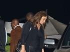 Caitlyn Jenner usa calça de couro justinha para jantar com amigos