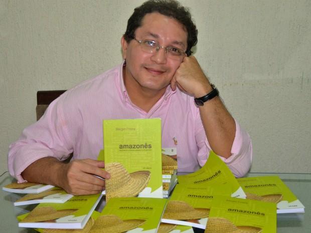 Doutor em linguística, Sérgio Freire, organizou livro com cerca de 1.100 verbetes amazonenses' (Foto: Arquivo Pessoal/ Sérgio Freire )