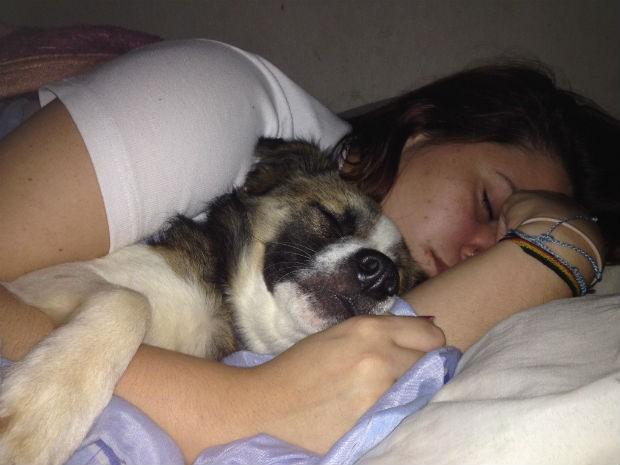 Letícia Steinert não tem filhos e dorme todos os dias com o Özil (Foto: Arquivo pessoal)