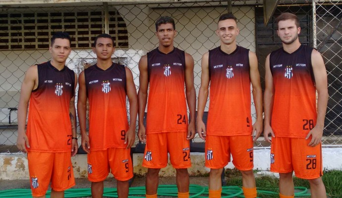 Democrata apresentou cinco novos atletas para o elenco que disputará o Mineiro (Foto: Zana Ferreira/GE)