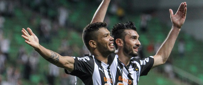 Dátolo e Carlos, jogadores do Atlético-MG (Foto: Bruno Cantini)