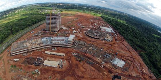 Vista aérea do que seria o campus da Unila. (Foto:  CHRISTIAN RIZZI/ÉPOCA)