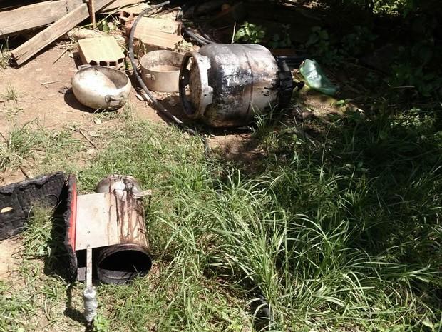 Chamas teriam começado em botijão de gás (Foto: Divulgação/Corpo de Bombeiros)