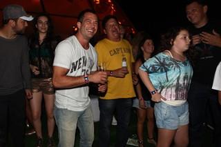 Malvino Salvador se divertindo no Rock in Rio (Foto: Iwi Onodera / EGO)