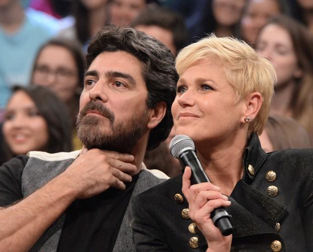 Xuxa e o namorado Junno no Altas Horas (Foto: Divulgação/TV Globo)