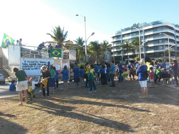 Trio elétrico está na Praça da Cidadania, na Orla da Praia do Forte (Foto: Rebeca Nascimento/G1)