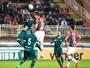Joinville bombardeia Goiás pelo alto no primeiro tempo e vence por 2 a 1