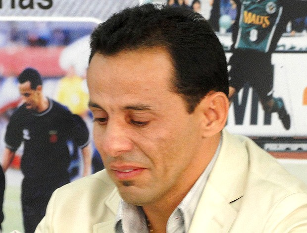 Euller chora durante a despedida do América-MG (Foto: Maíra Lemos / TV Globo Minas)