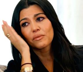 Kourtney Kardashian chora em episódio de Keeping Up with the Kardashians (Foto: Reprodução)