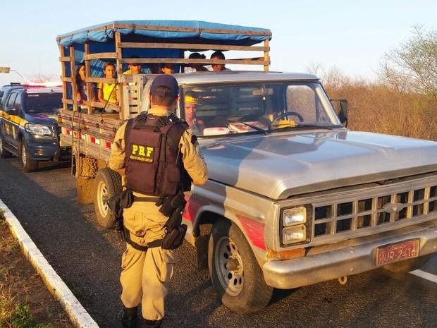 PRF-CE faz operação nas estradas (Foto: Divulgação/PRF-CE)