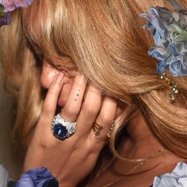 Beyoncé e o brinco (Foto: Reprodução )