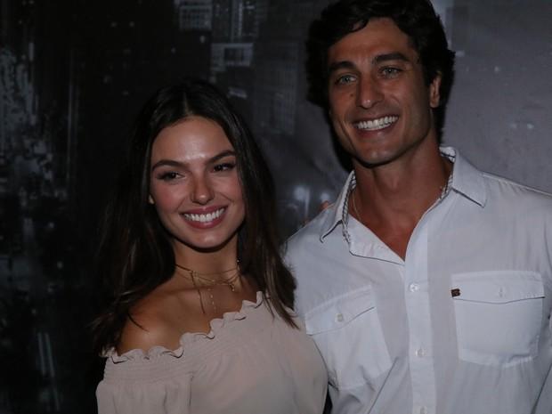 Isis Valverde e o namorado, André Resende, em festa na Zona Sul do Rio (Foto: Fred Pontes/ Divulgação)